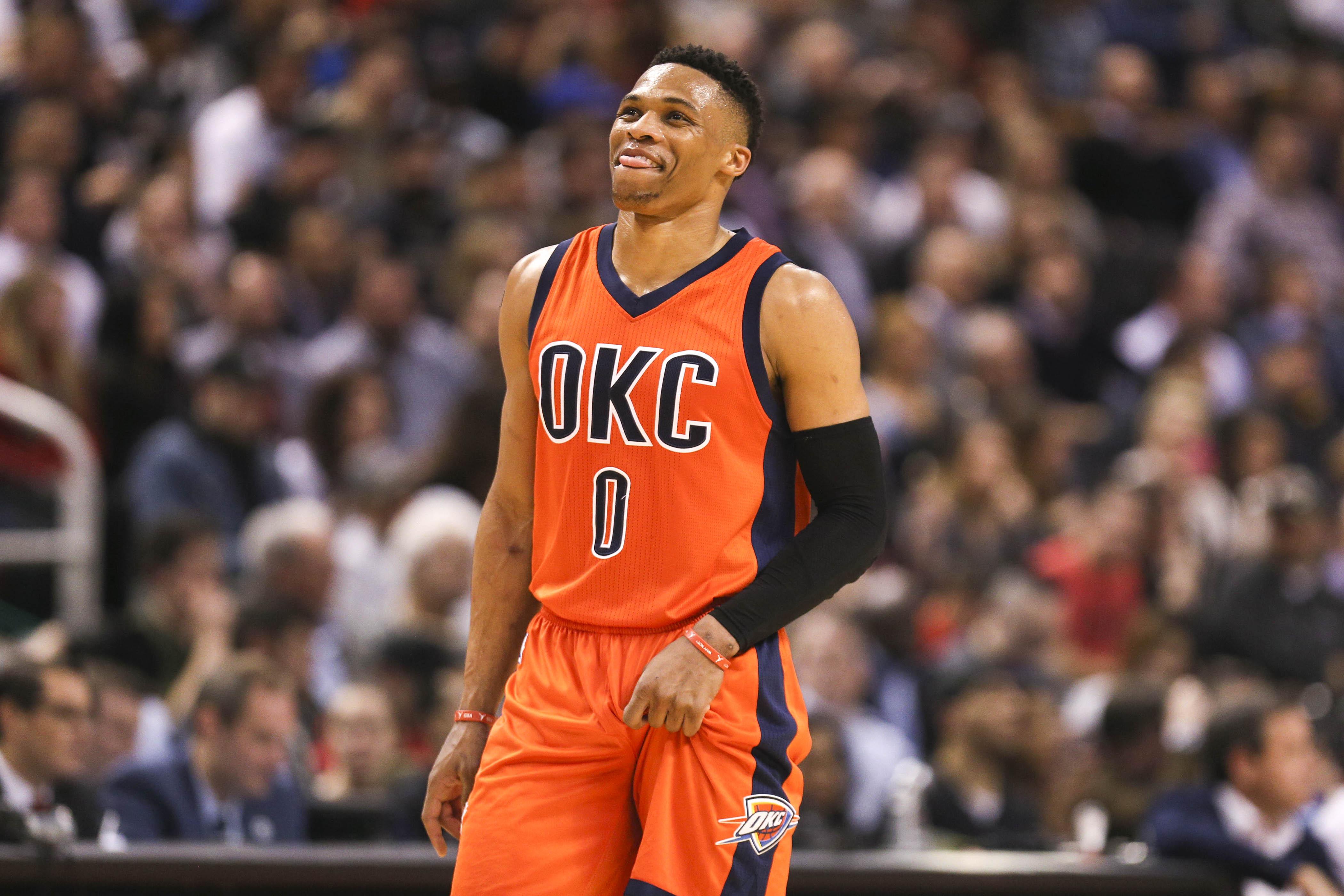Thunder Westbrook in NBA game against Raptors